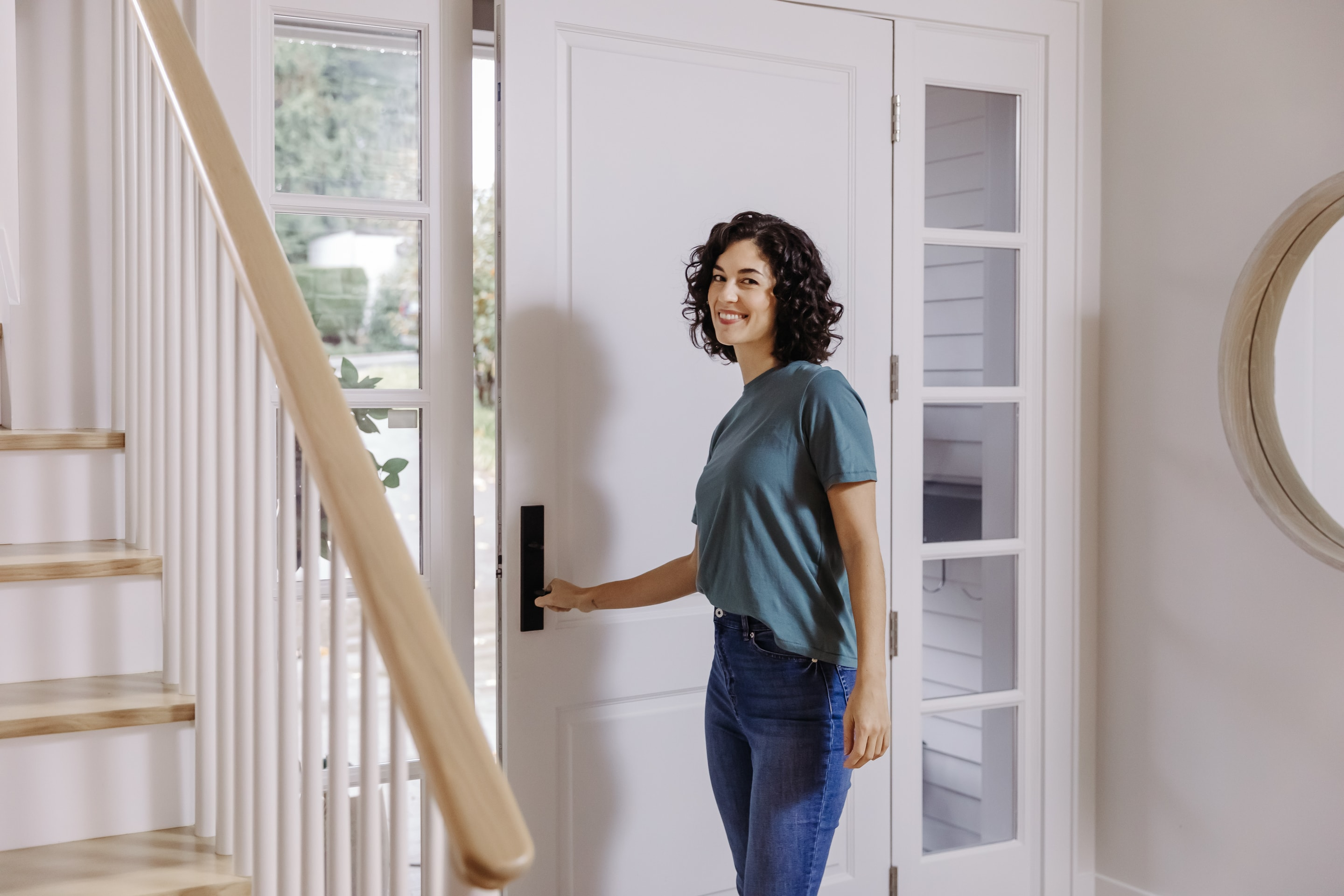 Direct Sales Consultant leaving the house